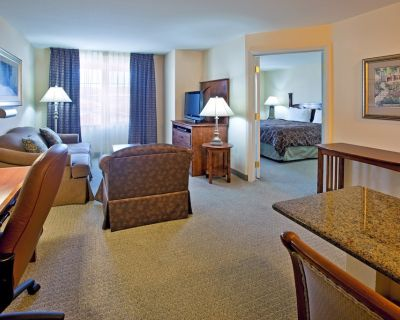 Free Breakfast + Outdoor Pool + Hot Tub | Only 1 Mile from ABQ Airport - Albuquerque