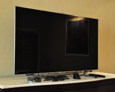 """Samsung 65"""" LED 8000 Series (2012) (UN65ES8000F) TV HDTV With Built-In Wi-Fi & Web Browser Series"""