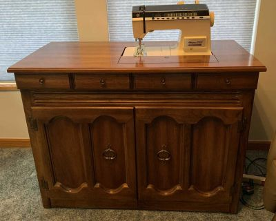 Singer Athena 2000 Sewing Machine in Wood Cabinet with Booklet