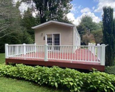 2075 Walnut Cove Rd #1, Hendersonville, NC 28739 2 Bedroom Apartment