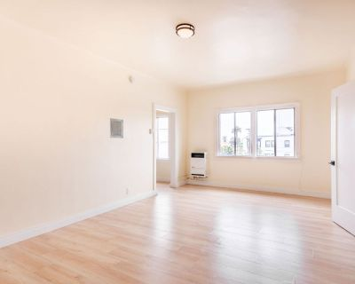 Beautifully Renovated Studio Apartment - Available for September Move In!