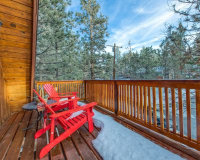 Dog-friendly A-frame cabin with balcony and beautiful mountain and forest views! - Big Bear City