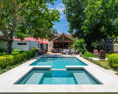 Historic Rock Estate Home and cottage with pool and barn on 2/3 acres, Fredericksburg, TX