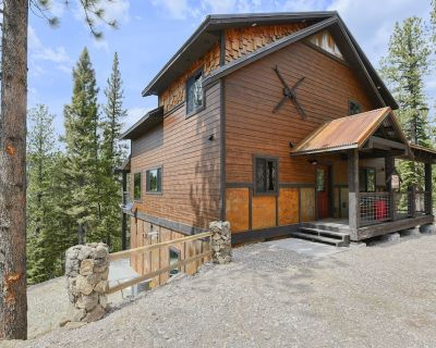 New Modern Rustic Hillside Cabin, Large Windows with Great Deck/Hot Tub View - Lead