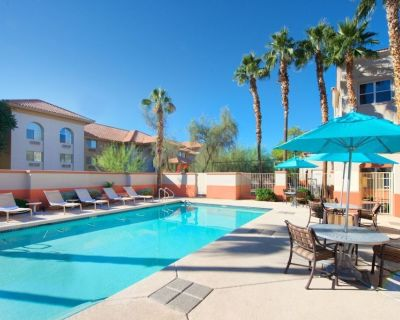 Three Cozy 2BR Units, Group Vacay, Complimentary Breakfast, Kitchen, Pool - Mesa