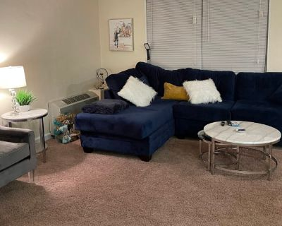 Private room with shared bathroom - Oxon Hill , MD 20745