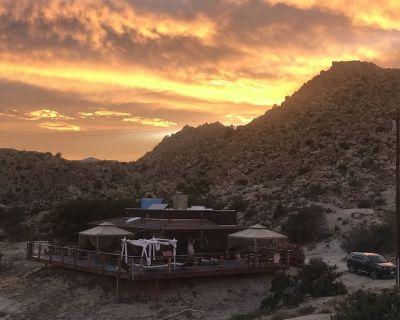 StarBeloved Temple Ranch - Secluded Boulder Estate - Yucca Valley