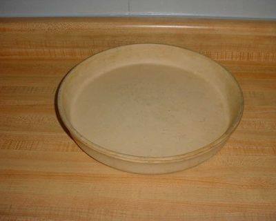 Pre-Owned Sassafras Authentic Large Stoneware Deep Dish Baker. Perfect For Deep Dish Pizzas, Casseroles, Quiche, Biscuits, Sweet Rolls...