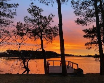 Beautiful Waterfront Cottage near Downtown Norfolk- A Peaceful Secluded Paradise - Norfolk