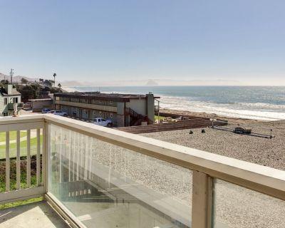 Oceanfront Condo Escape w/ Grill, Walk to Beach! - Cayucos