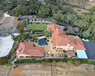 1,000 sq ft guest house at a rural luxury Tuscan Estate, private gym. - Fallbrook