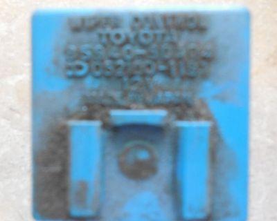 1986 Toyota Land Cruiser Wiper Control Module. 85940-90a04.yota Yard.