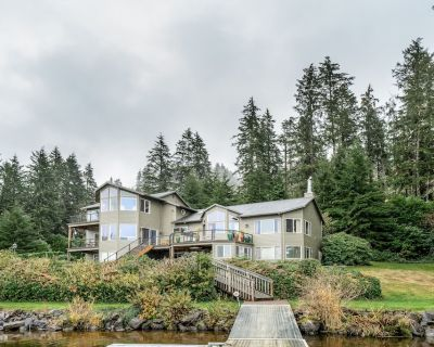 Dog-friendly, Waterfront House w/ a Private hot Tub, Game Room, & Dock - Lincoln City