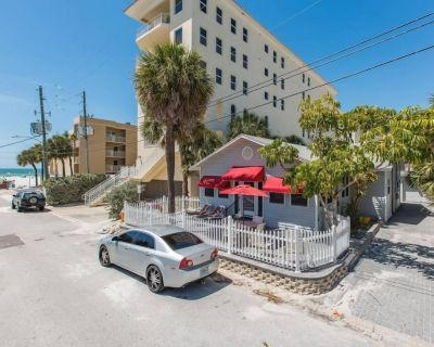 Beautiful beach house just 2 houses from the beach! - Clearwater Beach