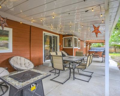 4BR Broadmoor Retreat Hottub, Firepit, Near Trails - Updated Outdoor Space with - Skyway
