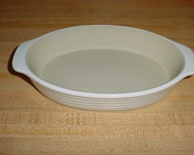 Barely Used Pampered Chef Family Heritage New Traditions Stoneware Small 9-1/2 Non-Stick Oval Baker With Built-In Handles For Easy...