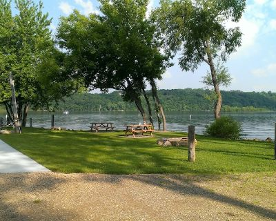 Rustic Lodge With A Beach Charm On The St. Croix River - Stillwater