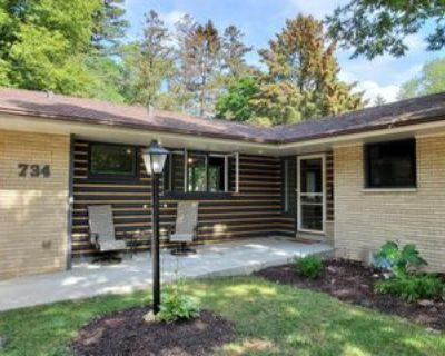 734 Oxford Rd, Waukesha, WI 53186 3 Bedroom Apartment