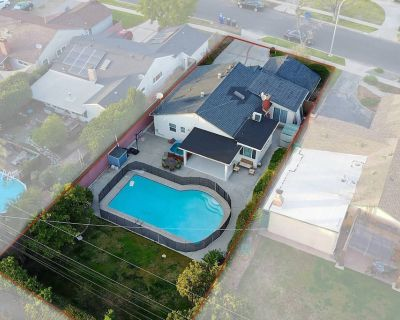 Hollywood Dream pool home with new Jacuzzi - Valley Glen