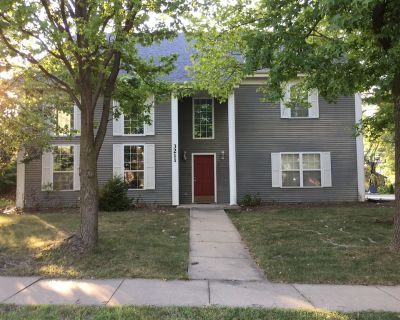 3 Story Home Perfect for Large Groups!! - Columbia