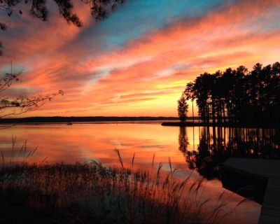Great Location Lake Gaston Waterfront Cottage - Henrico