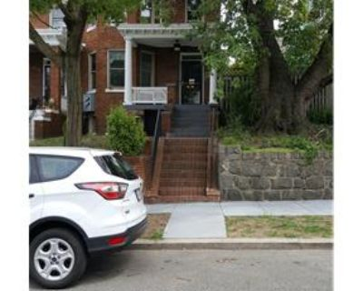EXTRA LARGE 1 BED 1 BATH W/ PRIVATE YARD
