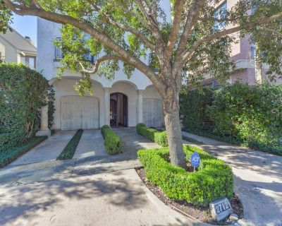 River Oaks Area Elegant Patio Home with Private Pool - Greenway Plaza-Upper Kirby