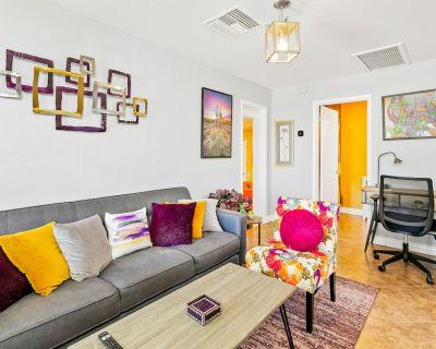 Desert Gem w/ Enclosed Yard, Free WiFi, & Gourmet Kitchen - in a Great Location! - Coronado