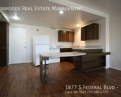 Top Floor Unit - Free Parking, On Site Laundry, Kitchen Bar Top