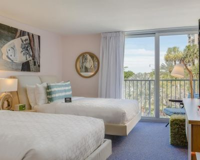 Getaway with Friends! 3 Serene Units, Beach, Pool, Restaurant - Lauderdale-by-the-Sea