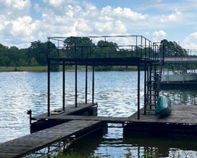 Relaxing Lake House with Private Dock - Gainesville