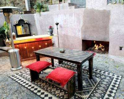 Bohemian Beverly Hills Oasis w/ Hot Tub and Cozy Fireplaces, Beverly Hills, CA