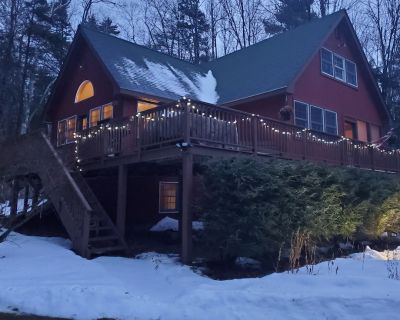 MT Snow/Stratton area, access to VAST Trail, 5 bedroom w/ Hot Tub & fireplace - Wardsboro