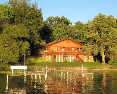 Laid Back Lakefront Cottage--Family Fun on Powers Lake - Powers Lake