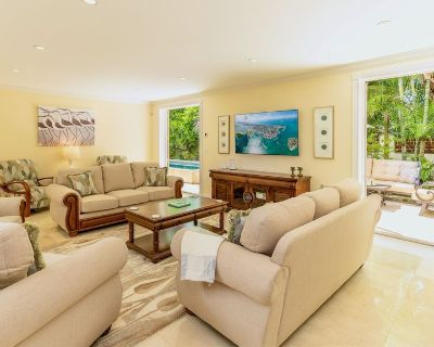 **ISLAND OPULENCE @ MIDTOWN** Grand Private Home & Pool + LAST KEY SERVICES - New Town