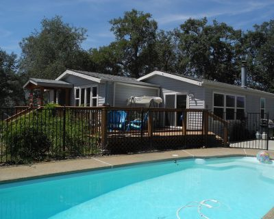 Knarly Oaks Pool House With Spa and Spectacular Views On 5 Private Acre Hilltop - Bootjack