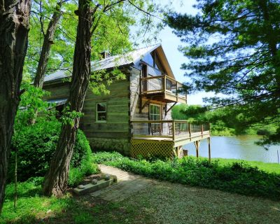 Beautiful, 200 year old Log home - Secluded, 30 Min. from Downtown - Indianapolis