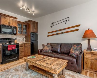 Prospector 804 by Moose Management-Washer/Dryer-FREE Shuttle-Hot Tub-Pool - Park City