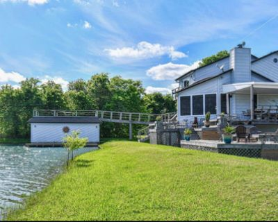 Private Home near a Waterski Lake in Rosharon, Rosharon, TX
