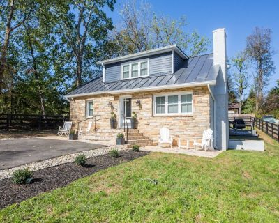 Luxury Middleburg Manor with 4 Bedrooms 2 Baths - Middleburg