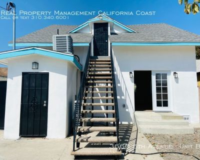 Summer Move in Special, ONE MONTH FREE!- Gorgeous Upstairs Apartment in Remodeled Craftsman w/Central AC+Laundry+Parking