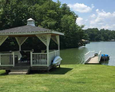 Lakefront Cottage on a Quiet Cove plus Kayaks, Canoe & Pedal Boat - Troutman
