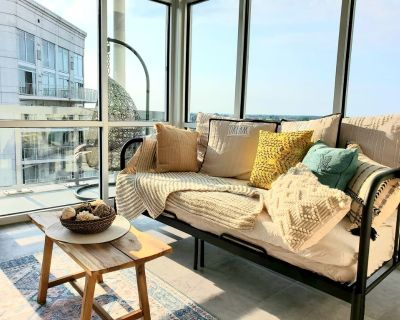 THE Paradise Place! Luxurious Entire 1 Bedroom Condo w/ Balcony - Northwest