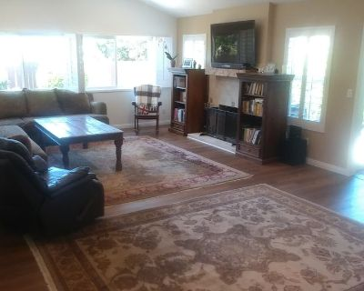 Newly remodeled 3 bedroom 3 bath home. Only 15 minutes from Malibu beaches! - Agoura Hills