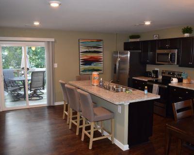 Comfortable, Beautiful Townhome in quaint neighborhood w/ patio deck - Fairfield