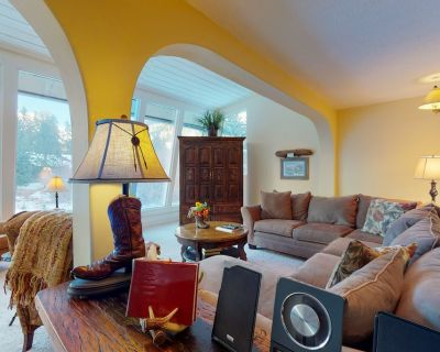 Downstairs Duplex w/High-Speed Internet, Private Hot Tub, Gas Grill, Fireplace - Vail