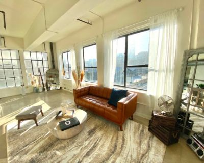 Unbeatable Downtown Loft with A Panoramic View, For Natural Lighting Creators, Los Angeles, CA