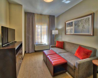 King Suite. Free Breakfast Buffet. Business Center. Near Texas Tech University. - Lubbock