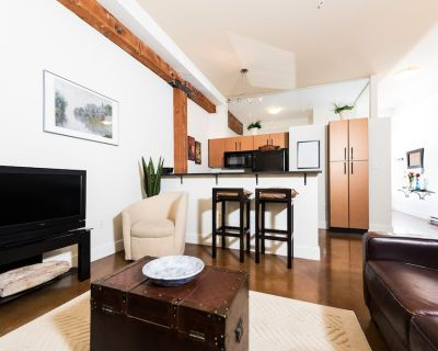 Brick & Beam 1 BD Heritage Building set in Historic Chinatown, Pet Friendly - Downtown Victoria