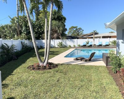 4 Bedroom Oasis Next To Beach, Pool, Hot Tub, Fire Pit, Immaculate. - Bonita Shores